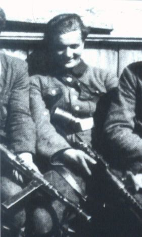 """Edmund Tudruj """"Ażurowski"""" w niemieckim, zdobycznym mundurze. Prawdopodobnie rok 1944."""