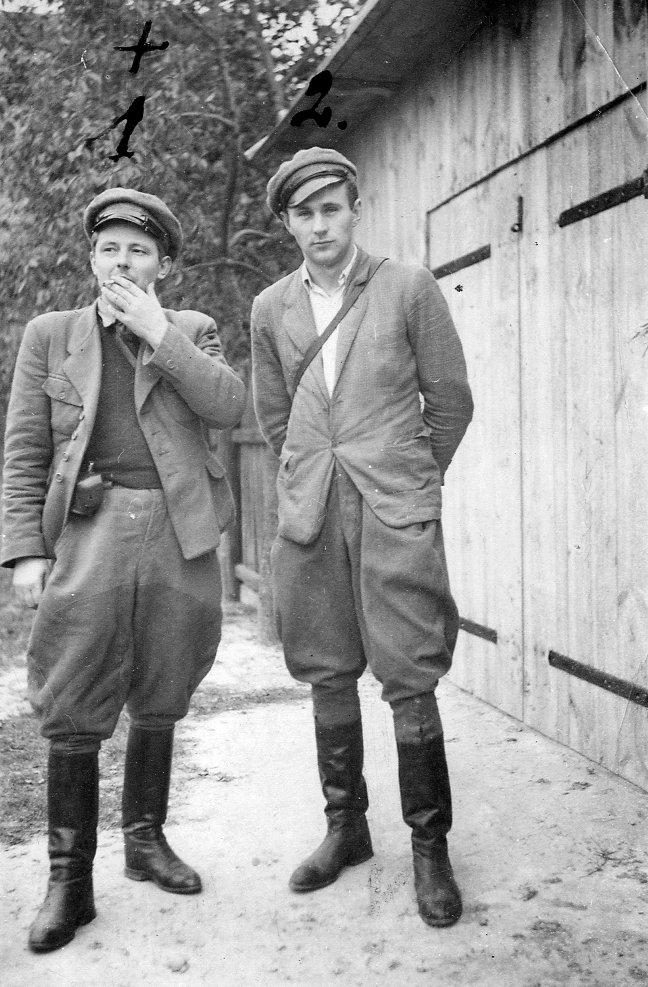 """Od lewej: kpt. Zdzisław Broński """"Uskok"""", ppor. Stanisław Kuchciewicz """"Wiktor"""""""