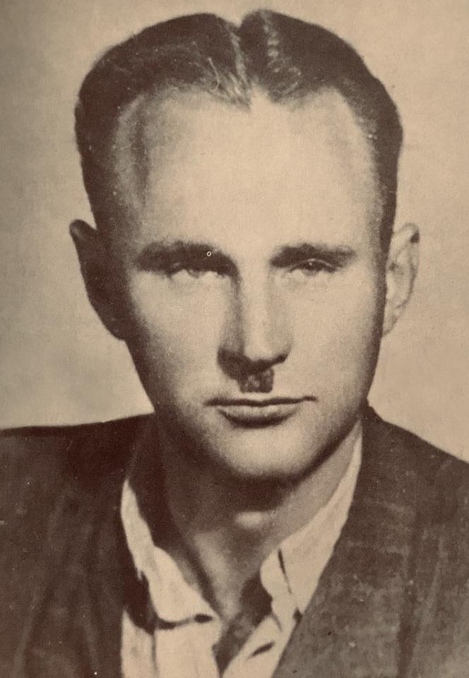 """Zdjęcie jakie """"Wiktor"""" zrobił sobie do fałszywego dowodu w 1951 roku"""