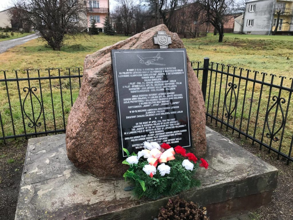 Pomnik w Matczynie upamiętniający operację Most I | Fot. R. Surdacki